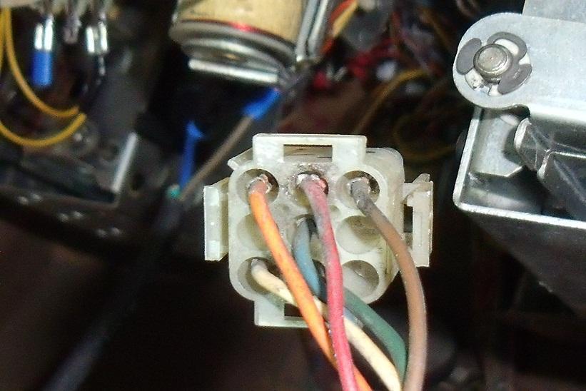 bouton-rouge-connecteur-j1-carte-alimentation-004.JPG